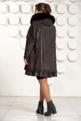 Трапециевидное замшевое пальто. Фото 4.