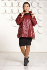 Бордовая кожаная куртка больших размеров. Фото 1.