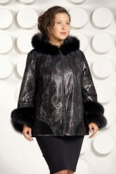 Демисезонная кожаная куртка с  капюшоном больших размеров. Фото 1.