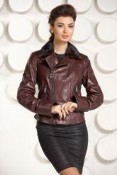 Укороченная приталенная кожаная куртка шоколадного цвета. Фото 2.