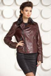 Укороченная приталенная кожаная куртка шоколадного цвета. Фото 3.