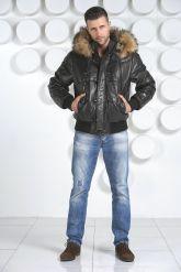 Мужской кожаный пуховик с мехом енота. Фото 1.