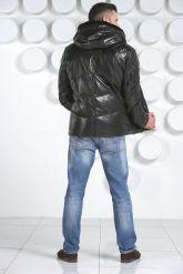 Мужской кожаный пуховик черного цвета. Фото 4.