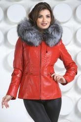 Необычная куртка красного цвета с мехом чернобурки. Фото 2.