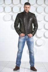 Стильная кожаная куртка черного цвета. Фото 1.