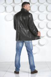 Мужская кожаная куртка на пуговицах. Фото 3.
