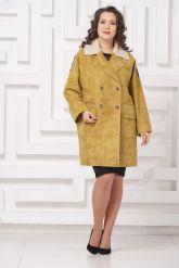 Стильное пальто из замши с мехом керли. Фото 1.