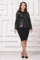 Силуэтная кожаная куртка черного цвета. Фото 1.