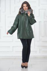 Женская кожаная куртка больших размеров зеленого цвета. Фото 1.