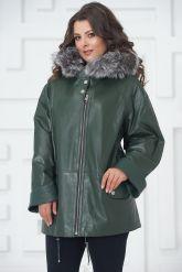 Женская кожаная куртка больших размеров зеленого цвета. Фото 3.