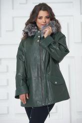 Женская кожаная куртка больших размеров зеленого цвета. Фото 4.