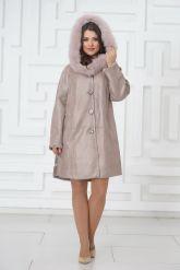 Жемчужное трапециевидное пальто из овчины. Фото 1.