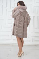 Жемчужное трапециевидное пальто из овчины. Фото 4.