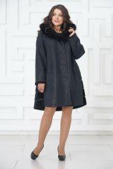 Трапециевидное пальто из овчины синего цвета. Фото 2.