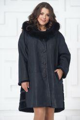 Трапециевидное пальто из овчины синего цвета. Фото 4.