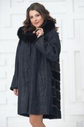 Трапециевидное пальто из овчины синего цвета. Фото 5.