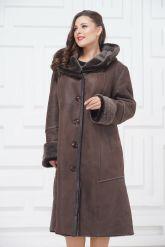 Женское пальто из овчины с капюшоном. Фото 3.