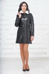 Демисезонное кожаное пальто с воротником из меха норки. Фото 1.