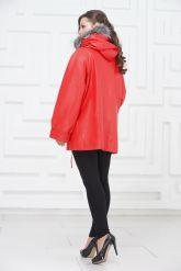 Женская кожаная куртка кораллового цвета. Фото 4.