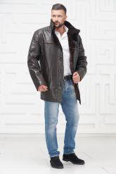 Мужская кожаная куртка на меху больших размеров на пуговицах. Фото 1.