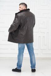 Мужская кожаная куртка на меху больших размеров на пуговицах. Фото 3.