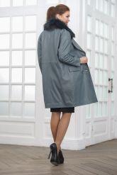 Двубортное кожаное пальто с меховым воротником. Фото 2.