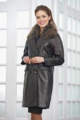 Двубортное кожаное пальто черного цвета. Фото 4.
