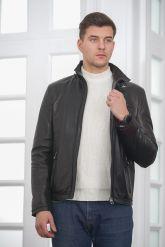 Короткая мужская кожаная куртка черного цвета. Фото 4.