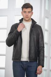 Короткая мужская кожаная куртка черного цвета. Фото 5.