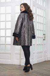 Нарядная удлиненная кожаная куртка больших размеров. Фото 2.