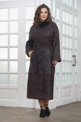 Длинное пальто из замши темного пурпурного цвета. Фото 1.