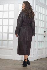 Длинное пальто из замши темного пурпурного цвета. Фото 2.