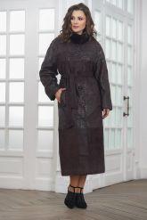 Длинное пальто из замши темного пурпурного цвета. Фото 3.