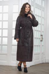 Длинное пальто из замши темного пурпурного цвета. Фото 4.