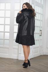 Трапециевидное кожаное пальто с капюшоном. Фото 2.