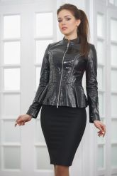 Лаковая кожаная куртка с баской Хит 2019. Фото 3.