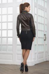 Короткая кожаная куртка на пуговицах. Фото 3.