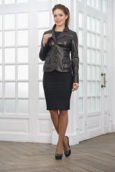 Классическая женская кожаная куртка на пуговицах. Фото 1.