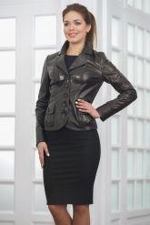 Классическая женская кожаная куртка на пуговицах. Фото 3.
