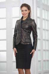 Классическая женская кожаная куртка на пуговицах. Фото 4.