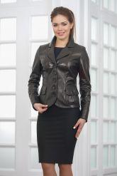 Классическая женская кожаная куртка на пуговицах. Фото 5.