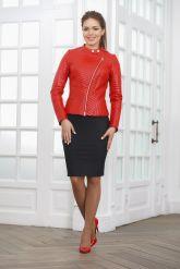 Стеганая кожаная куртка косуха красного цвета. Фото 1.