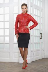 Короткая кожаная женская куртка на молнии. Фото 1.