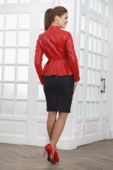 Короткая кожаная женская куртка на молнии. Фото 2.