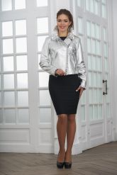 Серебристая кожаная куртка с рюшами. Фото 5.