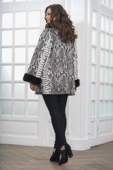 Женская демисезонная кожаная куртка под питона. Фото 2.