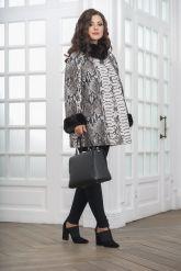 Женская демисезонная кожаная куртка под питона. Фото 4.
