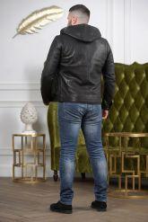 Короткая мужская куртка с капюшоном. Фото 1.