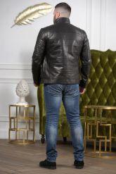 Стильная мужская кожаная куртка с карманами. Фото 1.