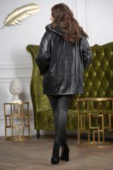 Женская кожаная куртка больших размеров с капюшоном. Фото 1.